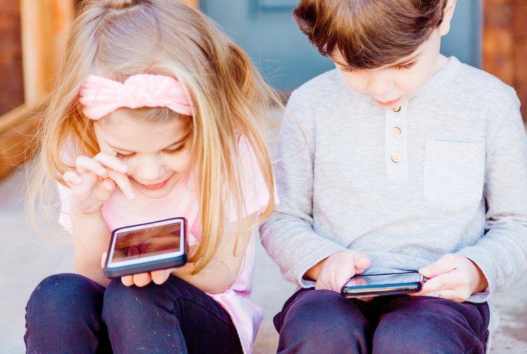 """Залежність від гаджетів: як уберегти себе та своїх дітей від сучасної """"хвороби"""""""