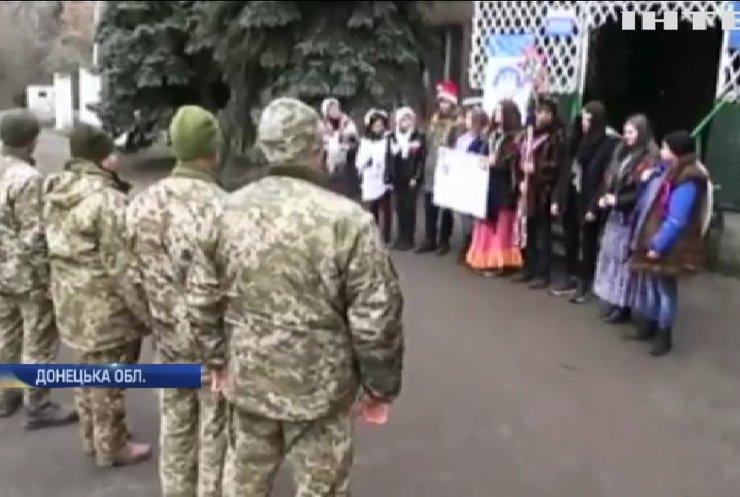 Різдво 2020: військових на Донбасі привітали вертепом
