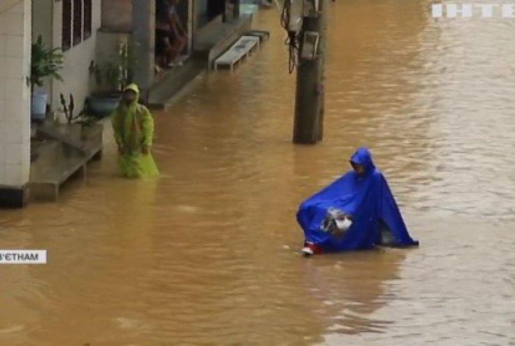 В'єтнам потерпає від масштабних повеней: є постраждалі