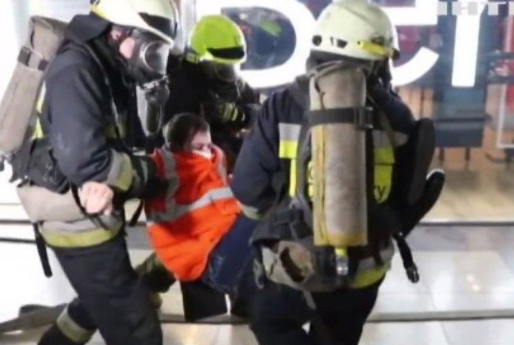 Врятувати з вогняної пастки: у Дніпрі пройшли навчання пожежників