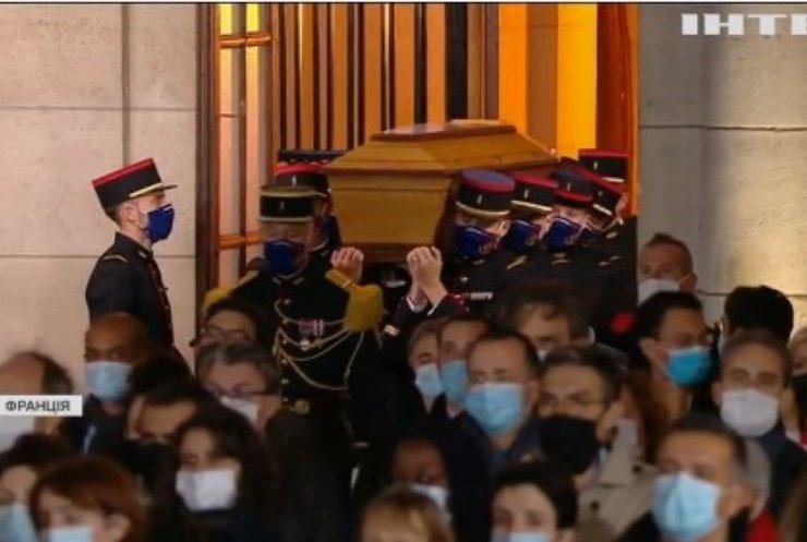 У Франції відбулась церемонія прощання з убитим учителем