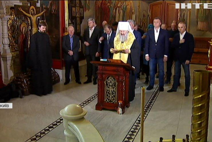 У день тиші опозиціонери помолились у Києво-Печерській Лаврі за мир і добробут в Україні