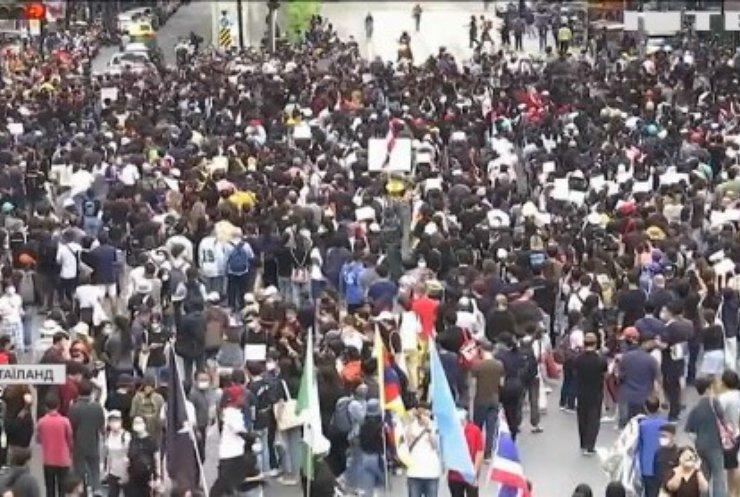У Таїланді протестувальники вимагають відставки прем'єр-міністра