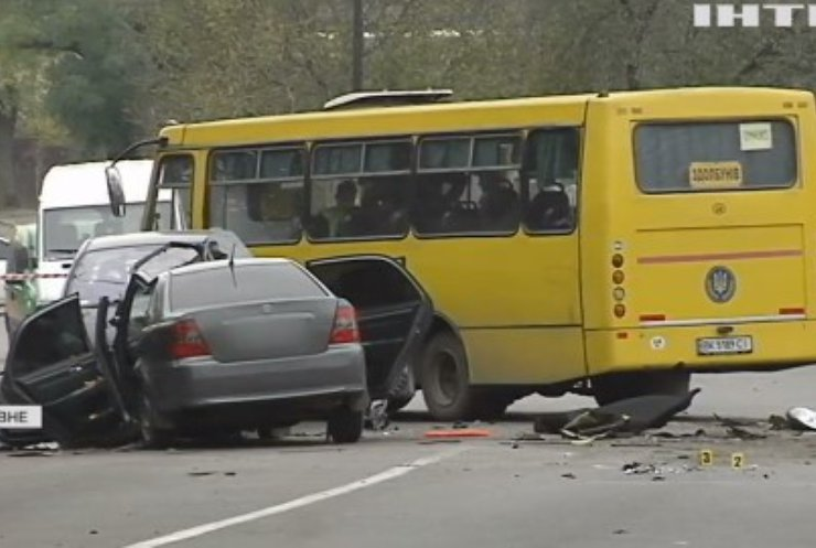 У Рівному авто протаранило маршрутку із пасажирами: всі подробиці