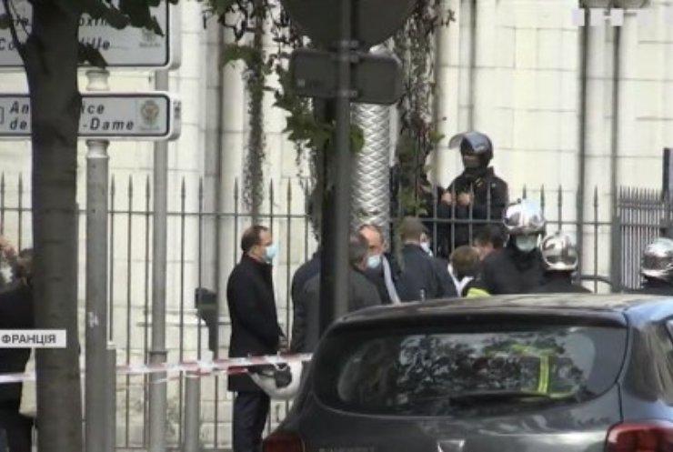 У Франції чоловік накинувся на перехожих з ножем