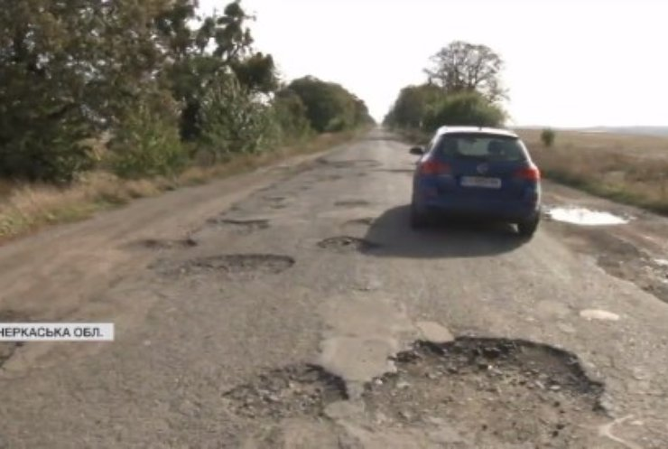 Суцільне бездоріжжя: коли відремонтують трасу між Черкаською та Кіровоградською областями