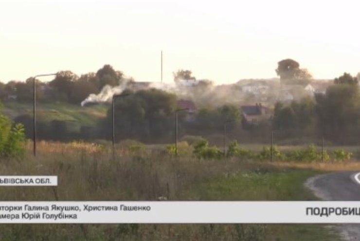 На Львівщині жителі масово палять сухостій