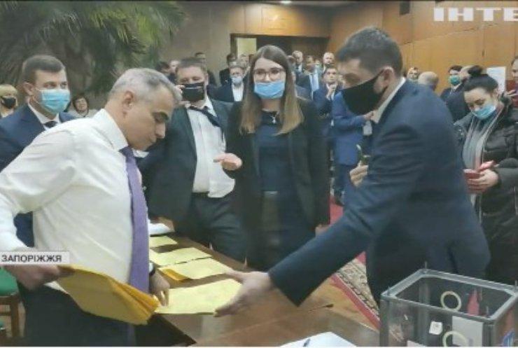 Вибори у Запорізькій раді: депутати сварилися та відмовилися голосувати