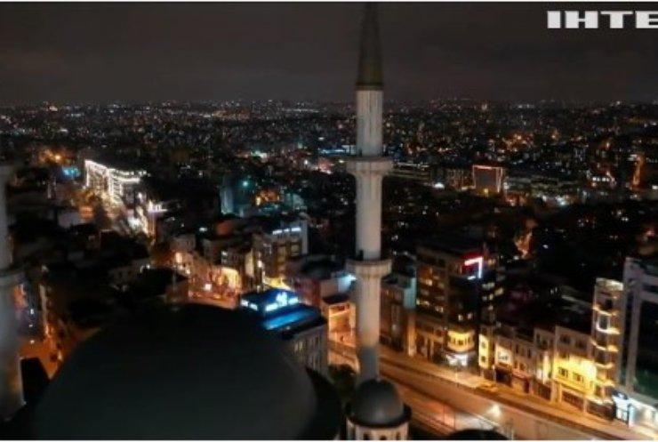 Пандемія COVID-19 у світі: у Туреччині заборонять виходити на вулицю