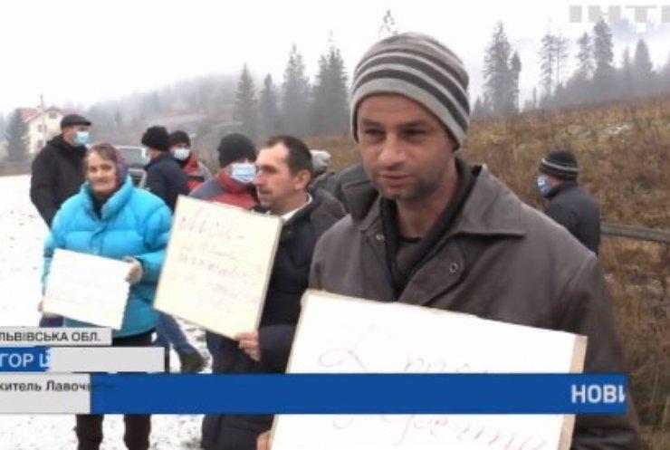 У Карпатах жителі протестують проти незаконної вирубки лісу