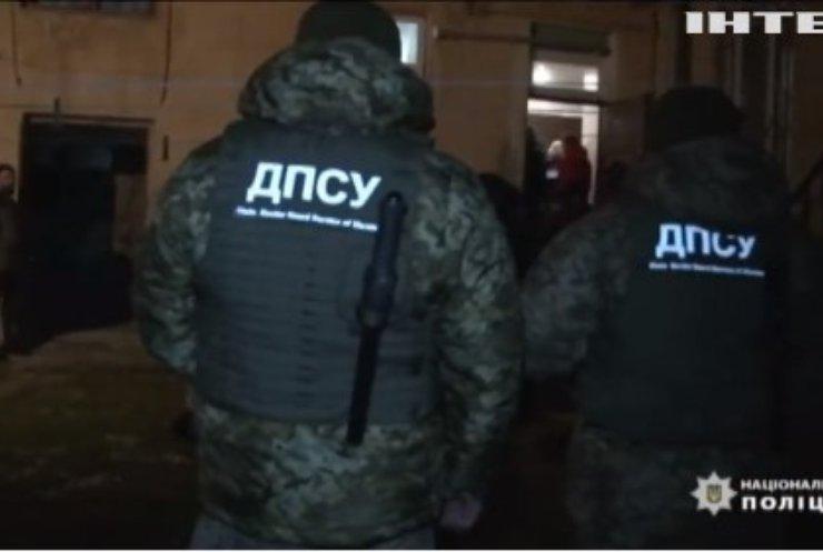 На Львівщині правоохоронці затримали організатора переправлення нелегалів