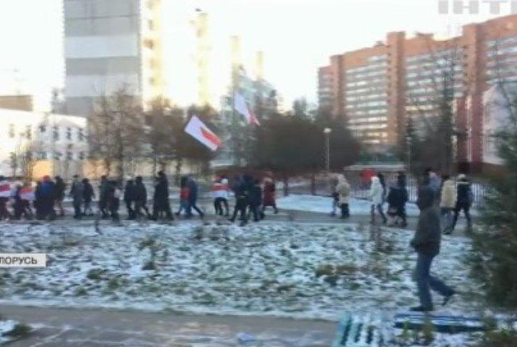 """""""Марші волі"""" у Білорусі: силовики затримували протестувальників на подвір'ях"""