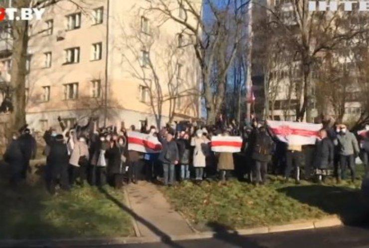 Протести у Білорусі: силовики затримували людей на подвір'ях