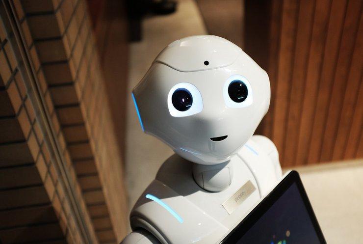 Італійський робот знявся в музичному кліпі