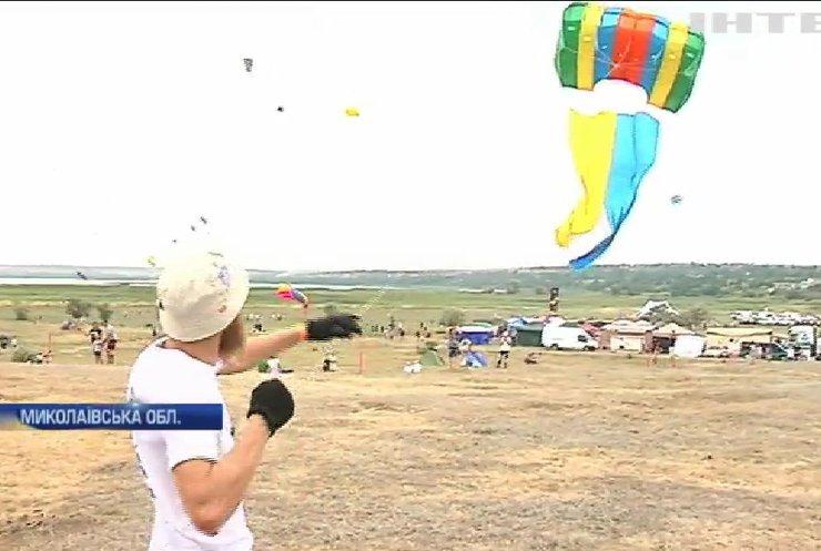 На Миколаївщині до Дня прапору провели наймасштабніший в історії фестиваль повітряних зміїв