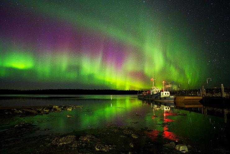 Фінляндію накрило неонове небо