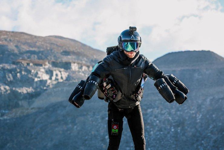 Новий транспорт: британські гірські рятувальники випробували реактивні рюкзаки