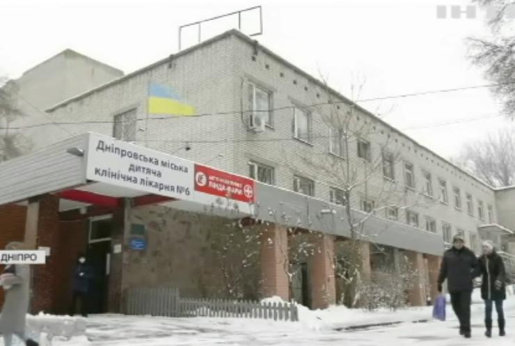 Скандал у Дніпрі: чому дітей лікують від COVID-19 у занедбаній лікарні?