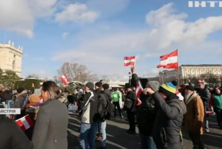 Пандемія COVID-19 у світі: у Відні мітингують невдоволені карантином