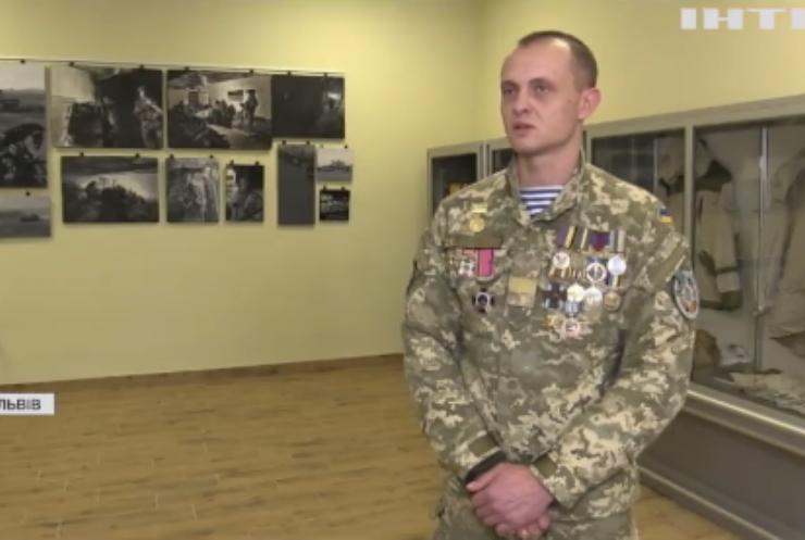 У день пам'яті захисників Донецького аеропорту грають військові оркестри
