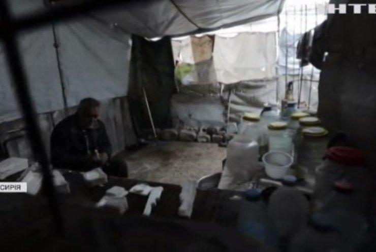 Сирійський майстер з глини відновлює зруйноване війною місто