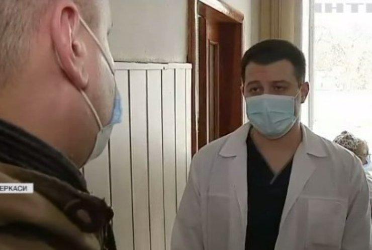 Завезли у лікарню та втекли: у Черкасах батьки шукають свідків аварії
