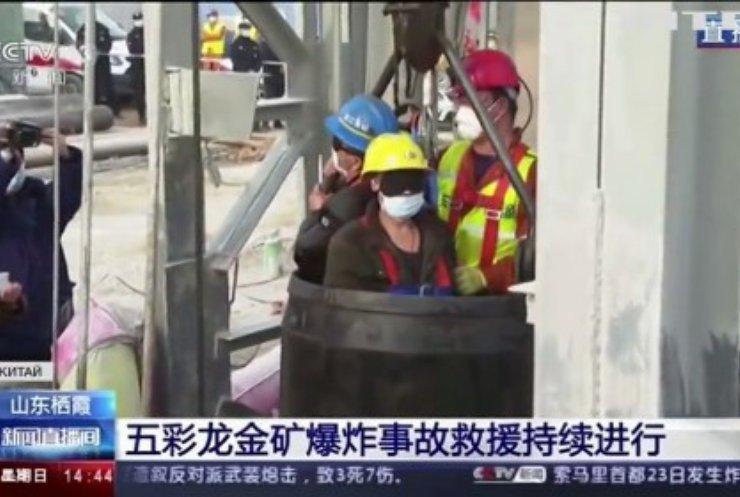 У Китаї врятували гірників з пастки