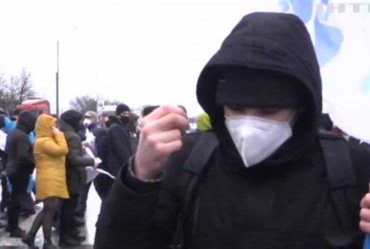 Київську трасу перекрили десятки невдоволених моряків