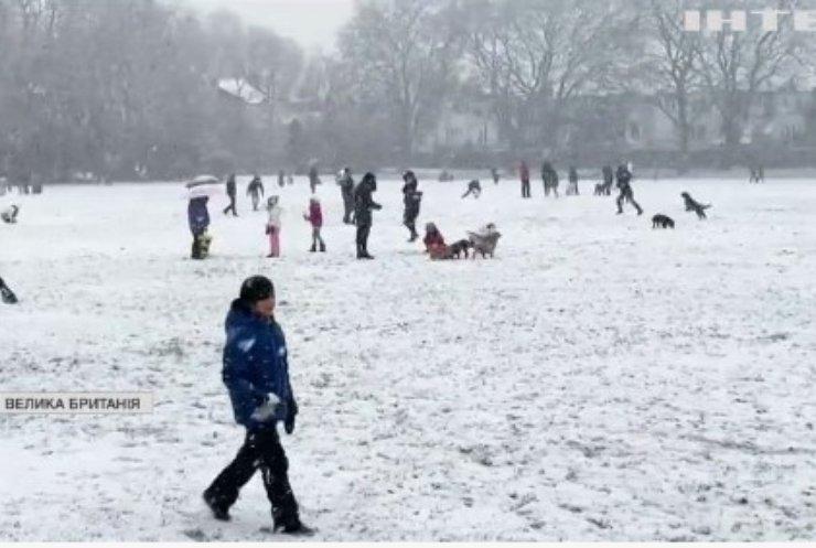 У Лондоні сталось чимало аварій через снігопад