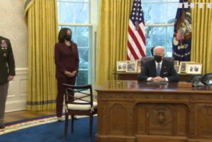 Джо Байден скасував указ Трампа про дозвіл на в'їзд туристів
