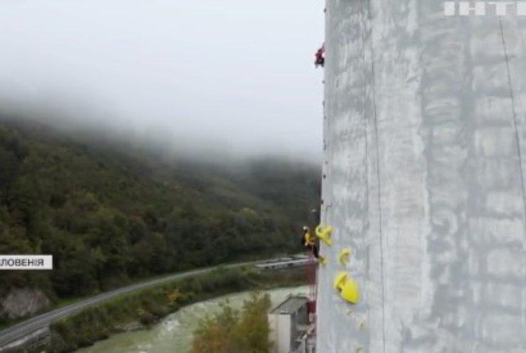 Словенські скелелази підкорили найвищий димар Європи