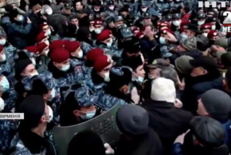 Протести у Єревані: активісти штурмували приміщення Генпрокуратури