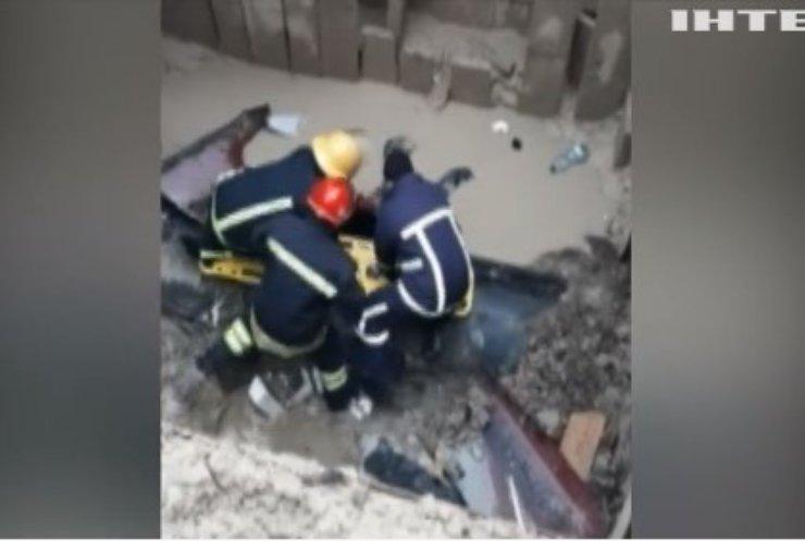 У Луцьку чоловік упав у п'ятиметровий котлован