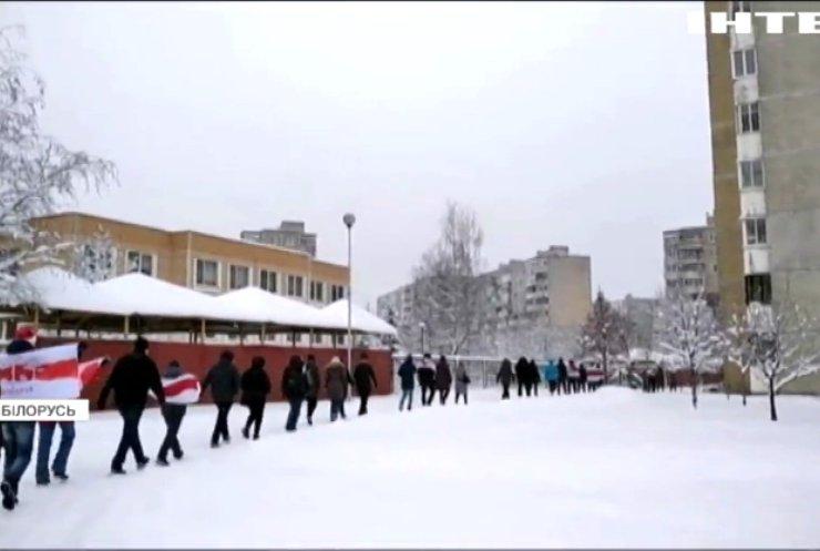 """Білорусь сколихнула хвиля """"дворових"""" протестів"""