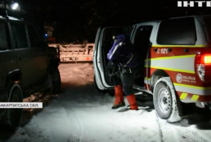 У горах Закарпаття заблукали три групи туристів