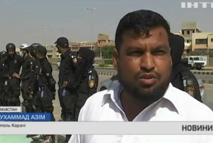 У Пакистані поліція наздоганяє порушників у роликових ковзанах