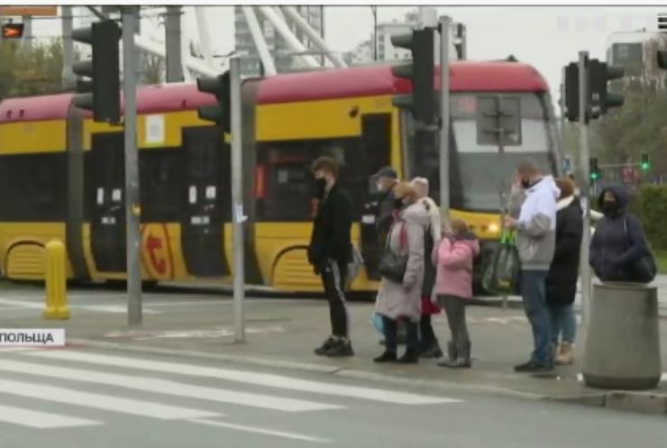 Уряд Польщі вирішив продовжити карантинні обмеження
