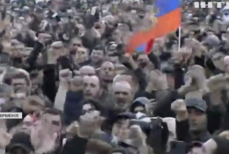 Президент Вірменії заявив про спробу військового перевороту