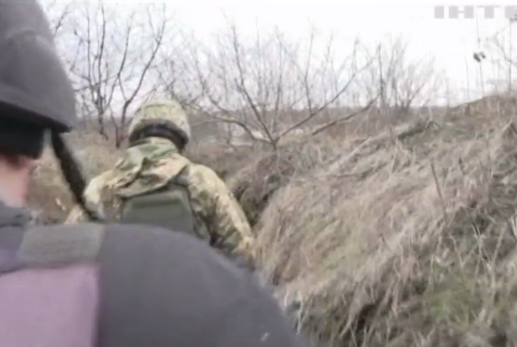 На Донбасі українські військові підірвалися на вибухівці