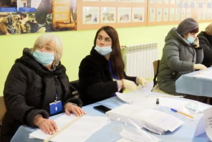 В Івано-Франківській та Донецькій областях провели довибори у парламент