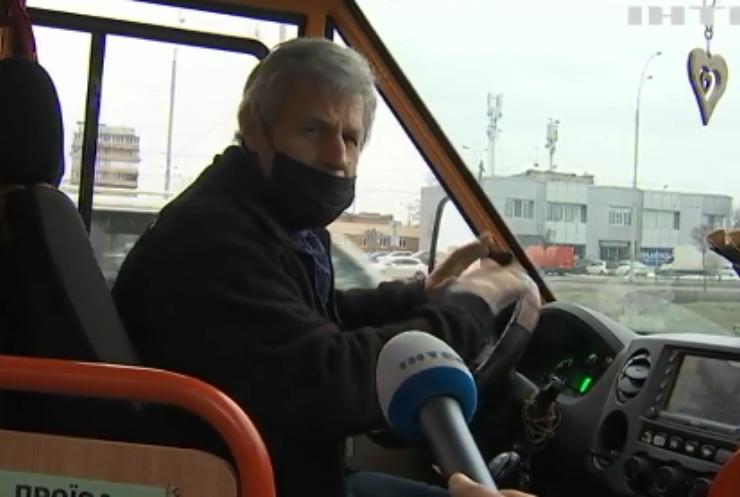 Вибоїни замість дороги: чи почнуть в Україні укладати асфальт?
