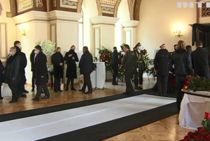 У Києві провели церемонію прощання з першим главою Міністерства закордонних справ