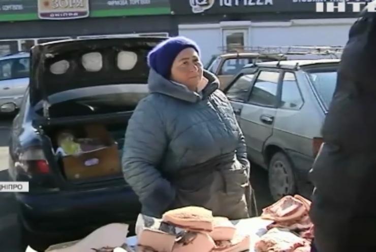"""На вулицях Дніпра борються зі """"стихійниками"""""""