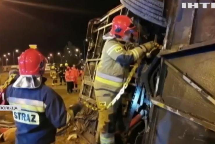 Трагедія у Польщі: автобус з українцями перетворився на купу брухту