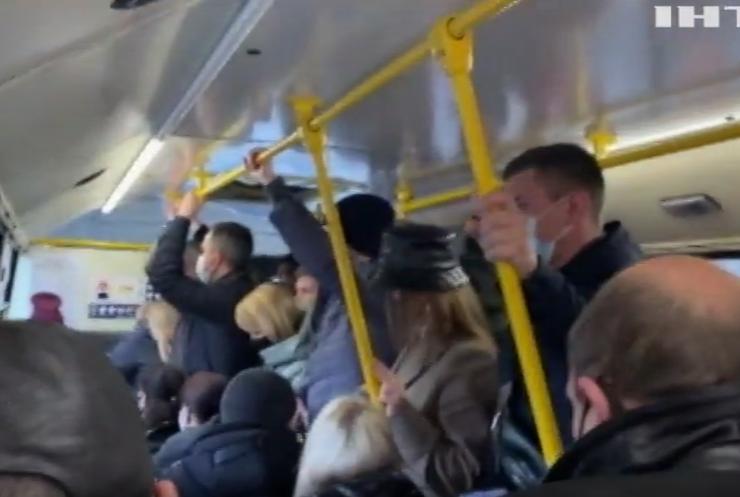 Карантин у Києві: як жителі добираються на роботу?