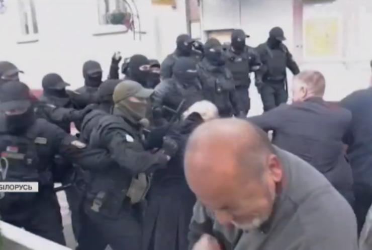Білоруських мітингарів продовжують судити