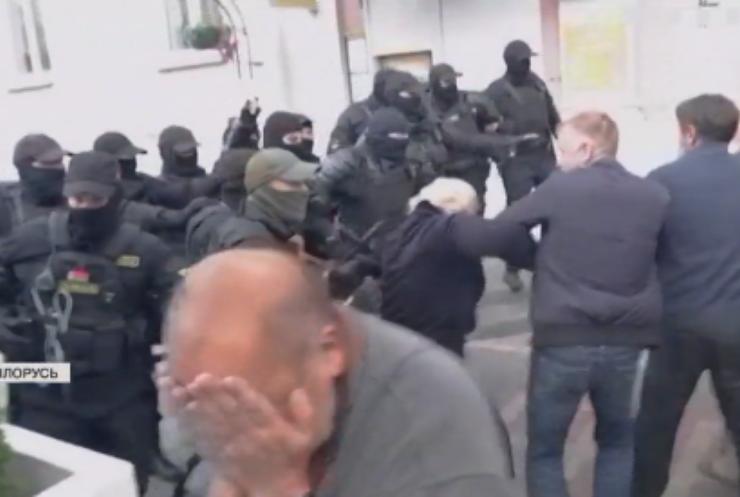 У Білорусі продовжують відкривати кримінальні справи проти мітингарів
