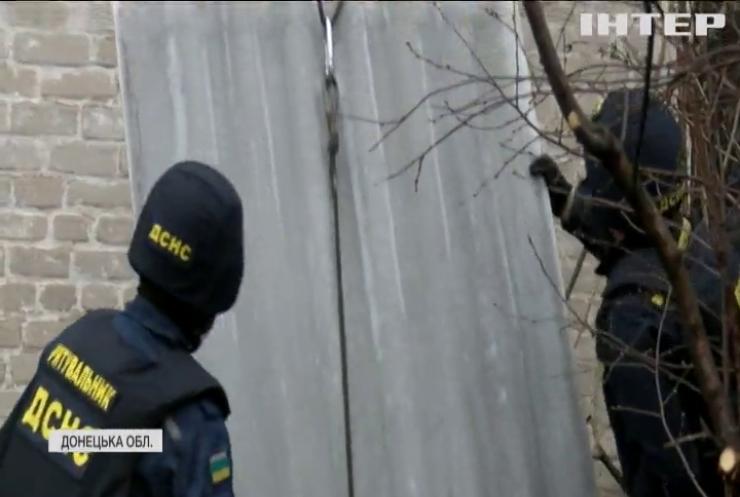 На Донбасі рятувальники з Миколаївщини лагодять будинки мирних мешканців