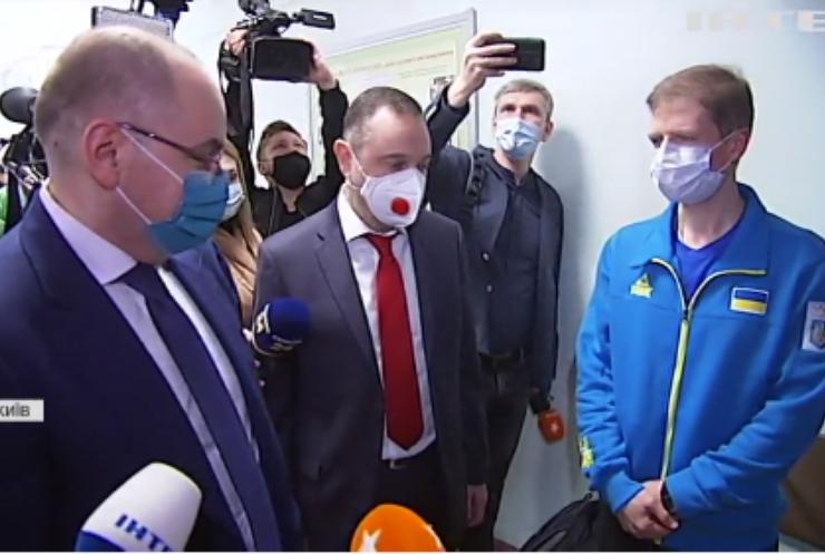 """Українських спортсменів почали щепити сироваткою """"Коронавак"""""""