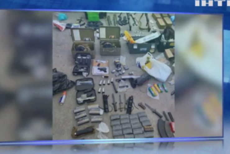 Поліція Харкова вилучила зброю та боєприпаси з гаражного кооперативу